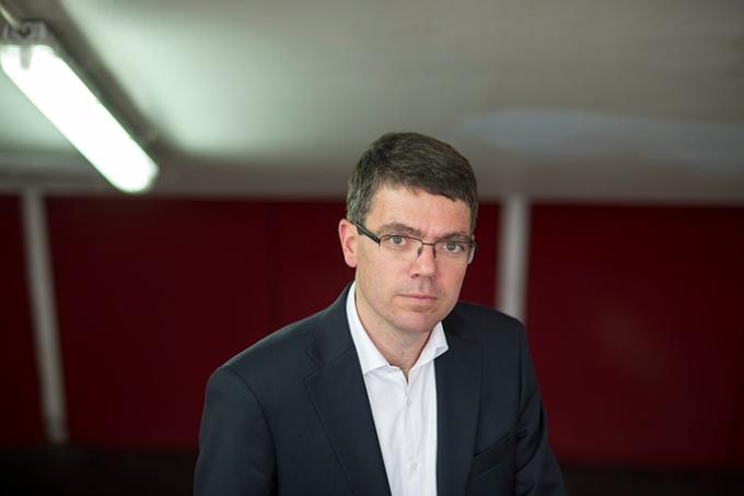 Auteur, Polytechnicien et Inspecteur des Finances, Guillaume Sarlat, 38 ans, a fondé et dirige à Londres une société de conseil en stratégie aux entreprises.